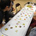 Le nouveau jeu (l'un des nouveaux jeux !) de Hayashi, String Savanna... Remplacez les Trains pour des animaux sauvages, et vous y êtes.  http://okazubrand.web.fc2.com/2013himo.html