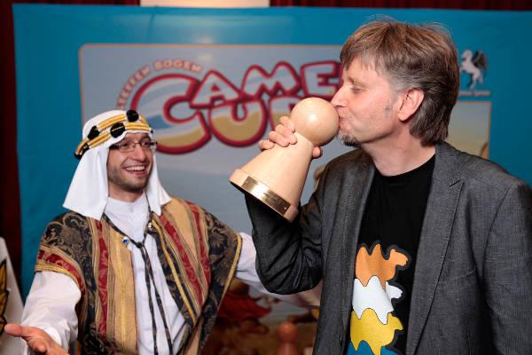 Steffen Bogen reçoit le Spiel des Jahres 2014