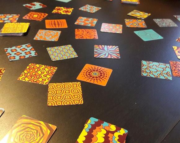 La version jeu de cartes qui est tout aussi psychédélique