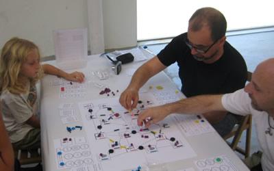 Si j'ai bien lu l'anglais, c'est le jeu de Matt Dunstan's en proto et il s'appelait Wandering Monk, soit les moines.