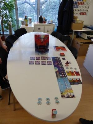 Le jeu exposé sur la table