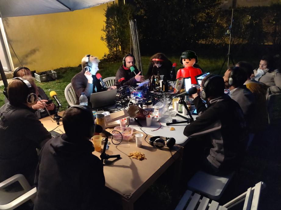 Photo de l'équipe à la nuit tombée