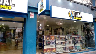 Devanture de la boutique Dual Games à Alicante